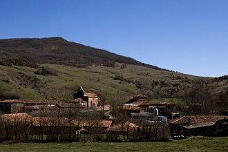 Barruelo de Santullán - Panoramic view of Bustillo de Santullán town (Barruelo de Santullán).