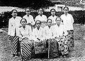COLLECTIE TROPENMUSEUM Javaanse vroedvrouwen in Semarang Java TMnr 10002347.jpg