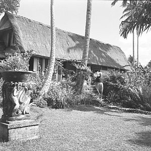 Rudolf Bonnet - Rudolf Bonnet in front of his house in the 1950s