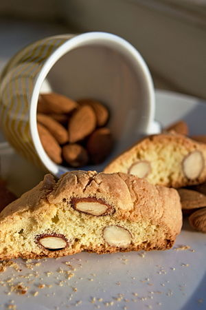 Biscotti - A traditional Tuscan cantuccio (biscotto)
