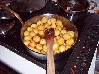 Flæskesteg - Image: Caramelized potatoes 1