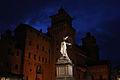 Castello Estense durante l'ora blu abbracciata dal Savonarola.JPG