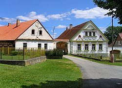 Chýstovice, old farm.jpg