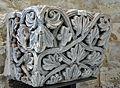 Chapiteau de pilastre à motif de feuilles et rinceaux ancienne abbaye de Beaulieu.JPG