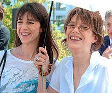 Charlotte Gainsbourg assieme a sua madre Jane Birkin a Parigi nel 2010