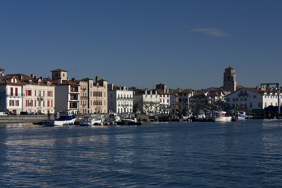 English:  The port of Saint-Jean-de-Luz, saw from the pier Maurice Ravel.