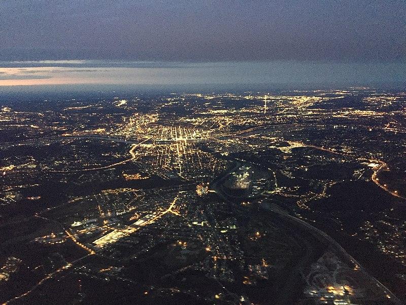 Cincinnati aerial at night 2017.jpg