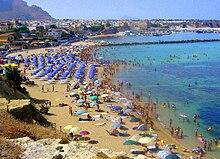 La spiaggia di Magaggiari vista dall'ex colonia dell'Ente Minerario Siciliano