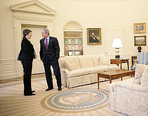 Foreign relations of New Zealand - Helen Clark (prime minister 1999-2008) and George W. Bush (U.S. president 2001-09) meet in the Oval Office.