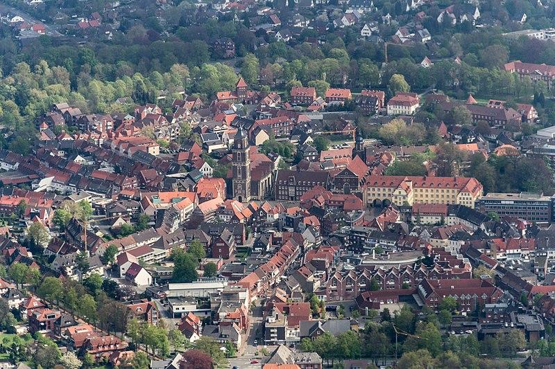 File:Coesfeld, Lambertikirche und Rathaus -- 2014 -- 7676.jpg