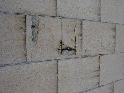 Concrete wall cracking as its steel reinforcing cracks and swells 9061