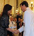 Cristina Kirchner le entrega el sable de Teniente General a César Milani.jpg