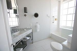 Culver Hotel - Image: Culver bathroom Mi Belle