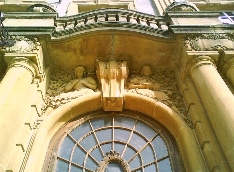 Détail des ornements de l'entrée principale du Lycée Georges-de-La-Tour de Metz