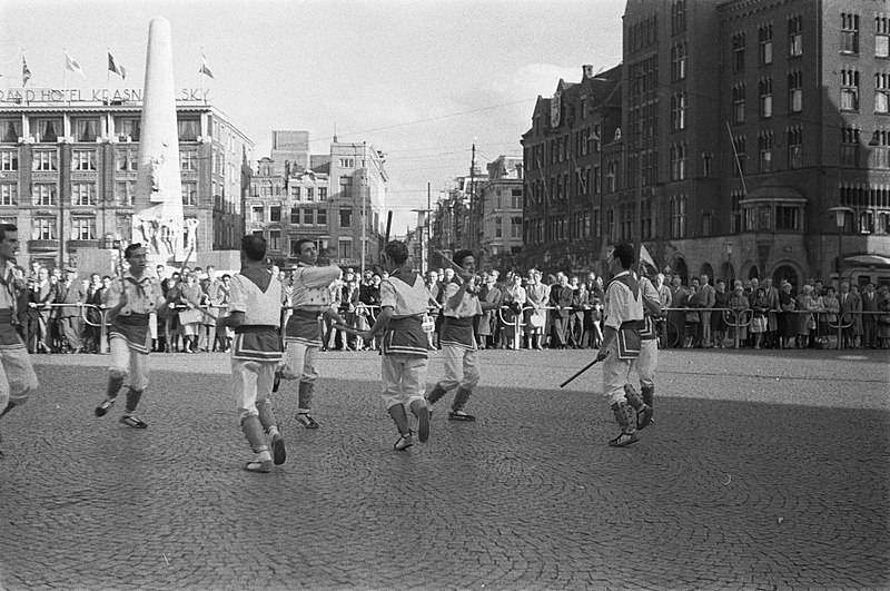 File:Demonstratie van Spaanse dansen door Centro Cultural Santiago Barcelona op de Da, Bestanddeelnr 911-6263.jpg