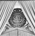 Detail beeldhouwwerk triomfboog - Pieterburen - 20182145 - RCE.jpg