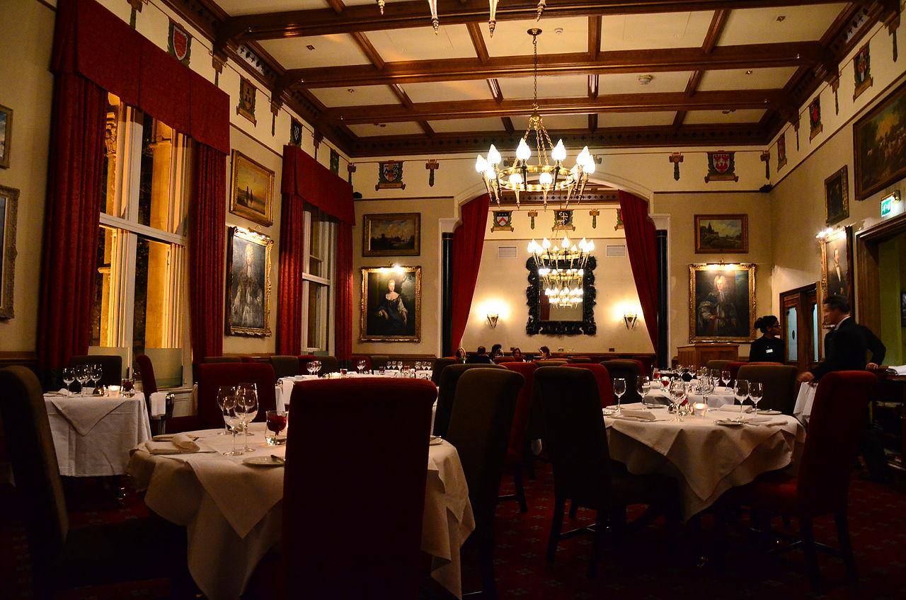 FileDining room of the Randolph Hotel Oxfordjpg  : 1280px DiningroomoftheRandolphHotel2COxford from commons.wikimedia.org size 1280 x 848 jpeg 200kB