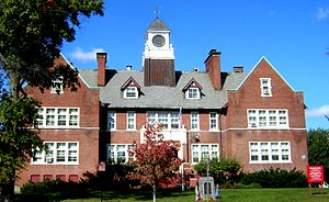 Edward B. Newton School - Image: Edward B Newton School Winthrop MA 01
