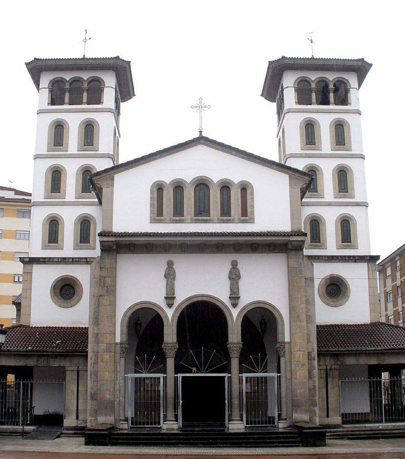 El Entrego (San Martín del Rey Aurelio) - Iglesia de San Andres 00.jpg