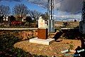 En homenaje al paraje de la Cruz del Bolazo que, junto a este «mini-monumento», yace expuesta al público (la cruz, por supuesto) - panoramio.jpg