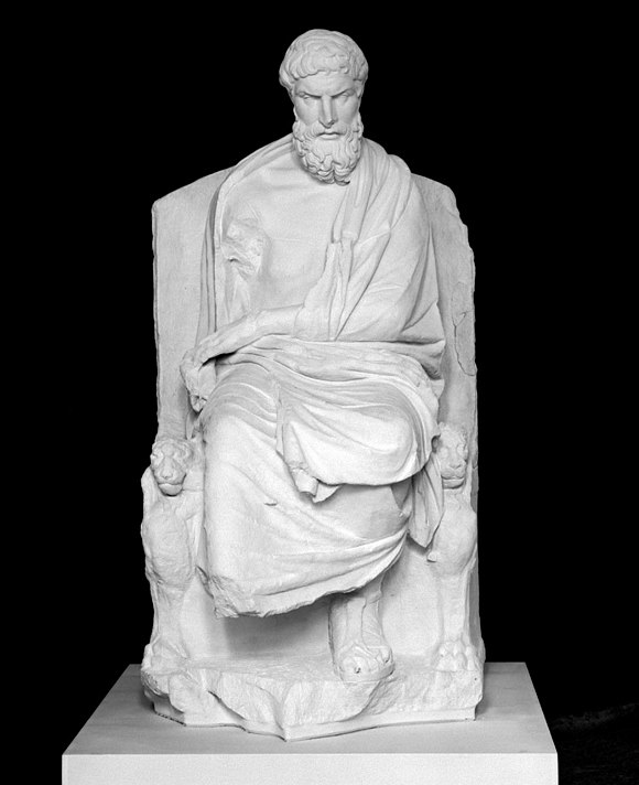 Marble sculpture depicting Epicurus enthroned Epikur Statue.jpg