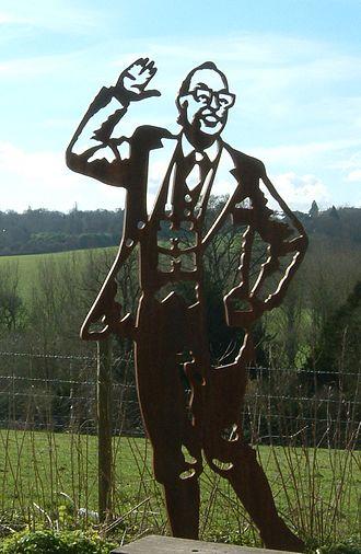 Eric Morecambe - Sculpture of Eric Morecambe, Upper Lea Valley Walk between Harpenden and Luton, England
