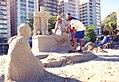 Escultor esculpindo um cenário.jpg
