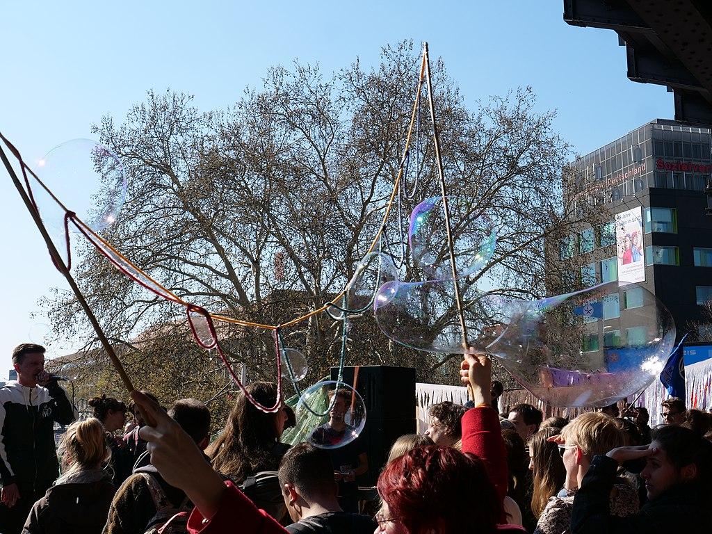 Extinction Rebellion demonstration at Jannowitzbrücke 03.jpg