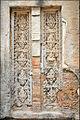 Fausse-porte du temple Preah Kô (Angkor) (6821828786).jpg