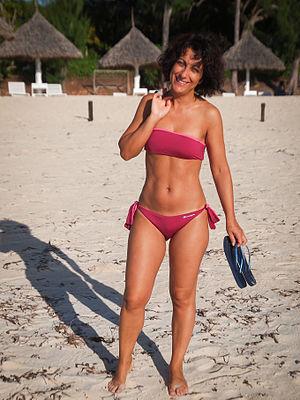 Bandeau - Woman wearing a red bandeau-style bikini, 2012