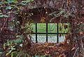 Fenster beim Wasserschloss Klaffenbach im Garten.jpg