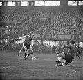 Feyenoord tegen Ajax 9-4, Coen Moulijn in duel met Ajaxieden, Bestanddeelnr 917-1812.jpg