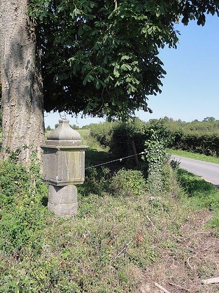 Floyon (Nord, Fr) chapelle (potale) chemin de la Houssoye