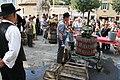 Foulage et pressurage de la vendange à la fête du vin à Pernes-les-Fontaines.jpg