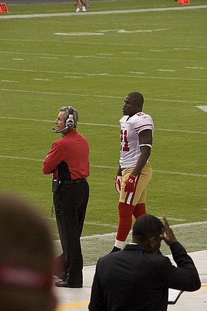 Frank Gore - Gore waiting for the start of the 2009 season opener against the Arizona Cardinals
