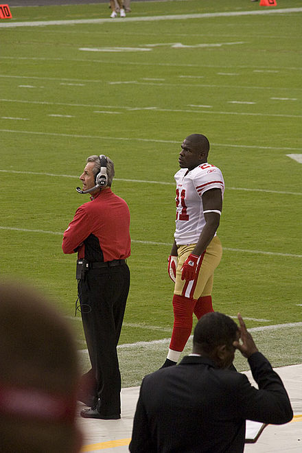 Gore waiting for the start of the 2009 season opener against the Arizona Cardinals Frank Gore 2009.jpg