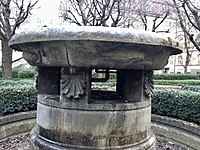 Frauenklinik in der Maistraße - Fountain.jpg