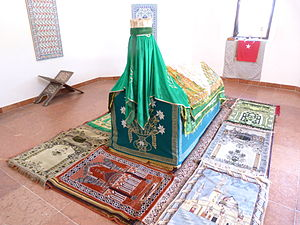 Gül Baba - Evliya Çelebi, the author of the Seyâhatnâme, reported that his Salat al-Janazah was attended by more than 200,000 Muslims in Budapest, Hungary.