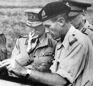 6th Armoured Division (South Africa) - Image: GENERAL POOLE WITH FM SMUTS
