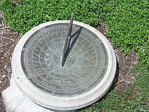 Clock - Simple horizontal sundial