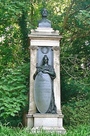 James Garfield Memorial, Philadelphia - Image: Garfield bust Fairmount
