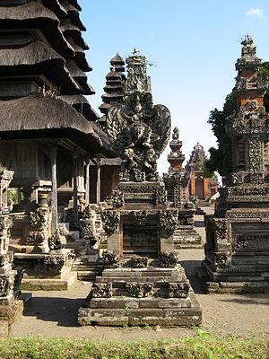 Pura Taman Ayun - Image: Garuda Shrine, Pura Taman Ayun 1509