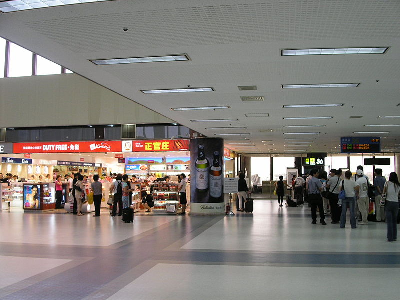 Concourse in International Terminal of Gimpo Airport.