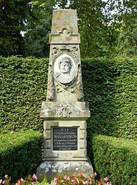 Grabmal Freiherr von Drais.jpg
