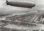 Graf Zeppelin' boven Rotterdam, 18 juni 1932.jpg