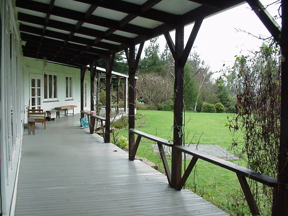Veranda wikipedia Define contemporary country
