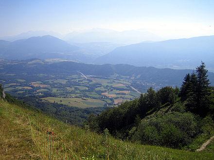 594f8b7c6bc0 Le viaduc autoroutier aperçu depuis le Pas du Serpaton, dominant  Gresse-en-Vercors