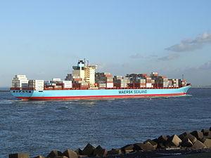 Grete Maersk p4 approaching Port of Rotterdam, Holland 29-Nov-2006.jpg