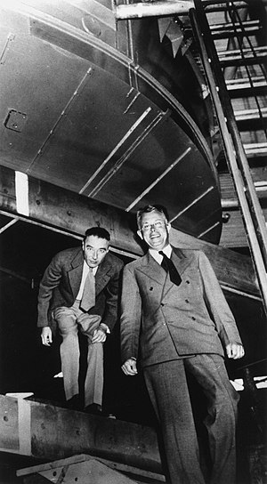 Ernest Lawrence - Lawrence (right) with Robert Oppenheimer at the 184-inch cyclotron