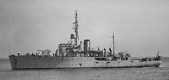 HMAS Gladstone (J324) - Image: HMAS Gladstone SLV Allan Green 1